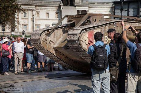 Chiem nguong 'sieu tang' Mark IV tren duong pho London - Anh 5