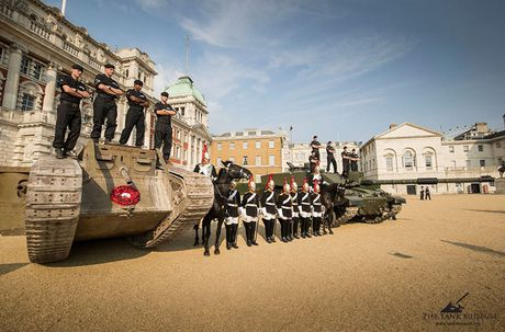 Chiem nguong 'sieu tang' Mark IV tren duong pho London - Anh 6