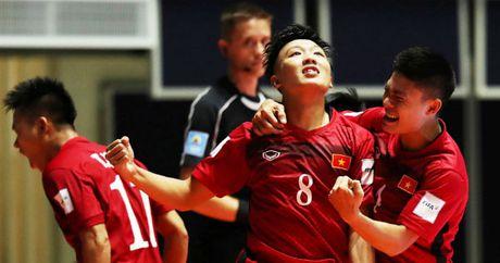 Tuyen thu Futsal co the duoc trao giai QBV Viet Nam 2016 - Anh 2