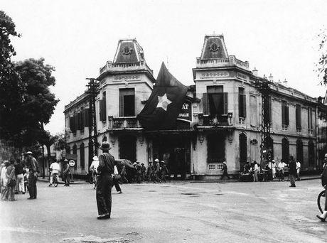 Can canh giay phut chuyen giao quyen luc o HN ngay 10/10/1954 - Anh 16