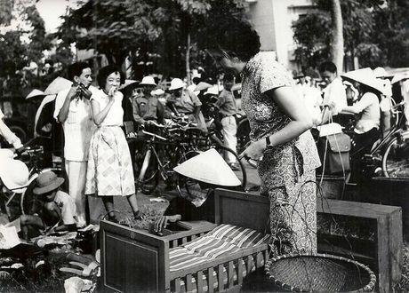 Can canh giay phut chuyen giao quyen luc o HN ngay 10/10/1954 - Anh 19