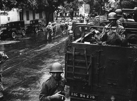 Can canh giay phut chuyen giao quyen luc o HN ngay 10/10/1954 - Anh 6