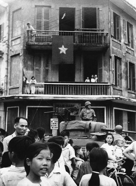 Can canh giay phut chuyen giao quyen luc o HN ngay 10/10/1954 - Anh 8