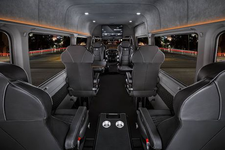 'Phong hop di dong' Brabus Mercedes Sprinter gia 5,5 ty - Anh 3