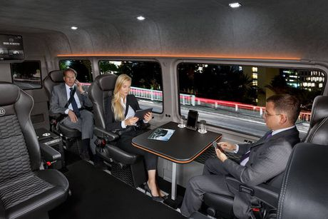 'Phong hop di dong' Brabus Mercedes Sprinter gia 5,5 ty - Anh 7