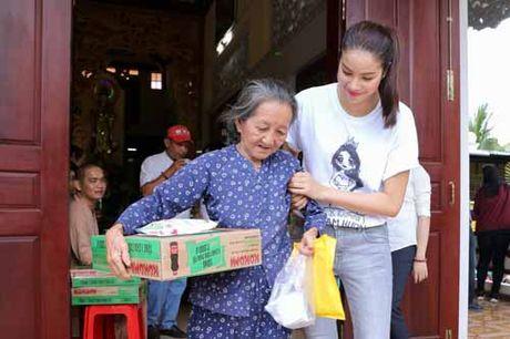 NSND Ngoc Giau cung Pham Huong khoac blouse trang lam tu thien - Anh 8