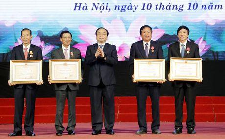 Ha Noi: Bieu duong 'Nguoi tot, viec tot' va vinh danh 9 'Cong dan Thu do uu tu' nam 2016 - Anh 3