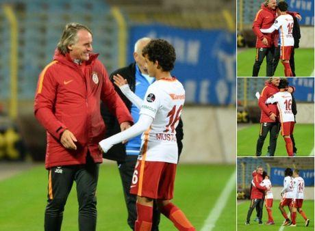 Than dong 14 tuoi ra mat doi mot Galatasaray - Anh 1