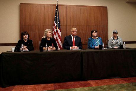Trump-Clinton so gang nay lua lan hai - Anh 4