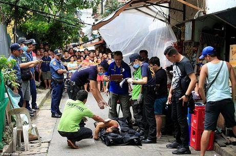 100 ngay cam quyen day tranh cai cua ong Duterte - Anh 2
