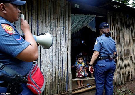 100 ngay cam quyen day tranh cai cua ong Duterte - Anh 3