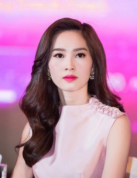 Hoa hau Thu Thao khong thieu nhuoc diem nhung biet cach 'che' - Anh 6