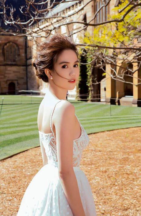 Ngoc Trinh dien dam cong chua don tim fan ham mo - Anh 14