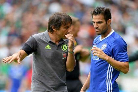 Chelsea choi lon: Doi Hazard lay sieu hau ve Italia - Anh 1