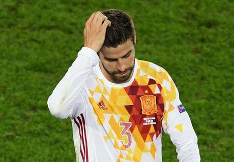 "Bo tuyen TBN, Pique co lai ""rut loi"" nhu Messi? - Anh 1"