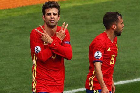 "Bo tuyen TBN, Pique co lai ""rut loi"" nhu Messi? - Anh 2"
