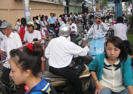 TP.HCM: Cho phep cac truong to chuc day them khi hoc sinh tu nguyen - Anh 1