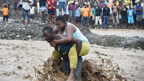 Haiti vat lon voi kho khan sau bao lon - Anh 1