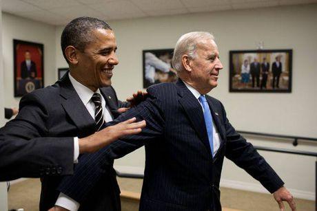 Tong thong Barack Obama tu lam vong tay tinh ban tang Pho tong thong Joe Biden - Anh 12