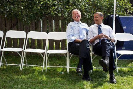 Tong thong Barack Obama tu lam vong tay tinh ban tang Pho tong thong Joe Biden - Anh 14