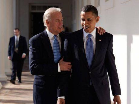 Tong thong Barack Obama tu lam vong tay tinh ban tang Pho tong thong Joe Biden - Anh 3