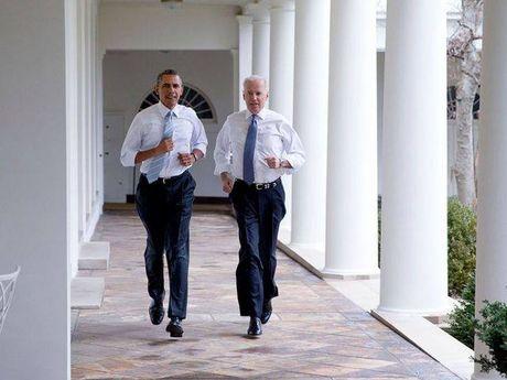 Tong thong Barack Obama tu lam vong tay tinh ban tang Pho tong thong Joe Biden - Anh 7