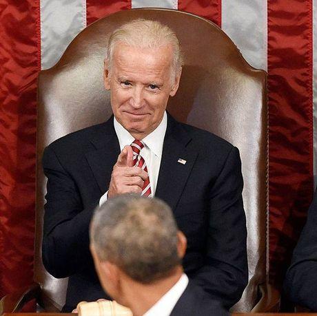 Tong thong Barack Obama tu lam vong tay tinh ban tang Pho tong thong Joe Biden - Anh 8