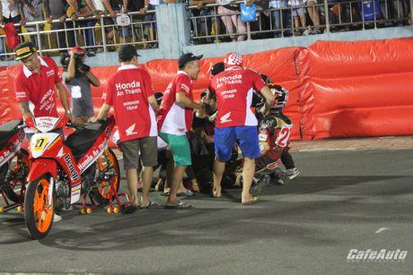 Giai dua xe mo to cup quoc gia vong 11 nam 2016: Kich tinh den phut cuoi cung - Anh 13