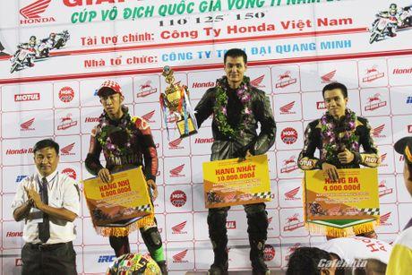 Giai dua xe mo to cup quoc gia vong 11 nam 2016: Kich tinh den phut cuoi cung - Anh 6
