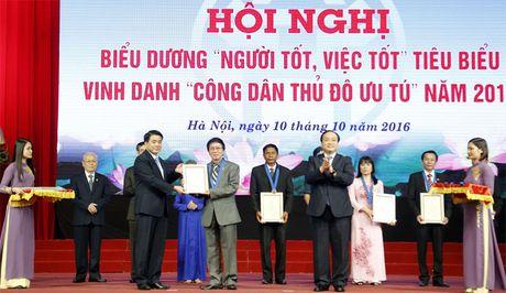 Ton vinh gan 1.000 guong 'nguoi tot, viec tot', cong dan Thu do uu tu - Anh 2
