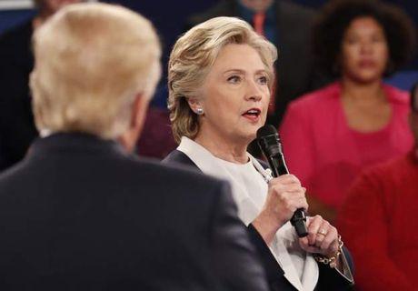 Bat dau cuoc 'so gang' lan 2 cua Hillary Clinton va Donald Trump - Anh 2