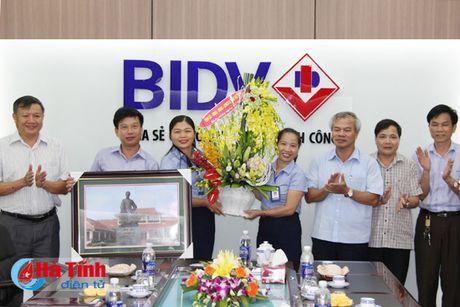 Pho Bi thu Thuong truc Tinh uy chuc mung doanh nghiep, doanh nhan - Anh 1