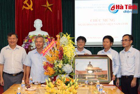 Pho Bi thu Thuong truc Tinh uy chuc mung doanh nghiep, doanh nhan - Anh 4
