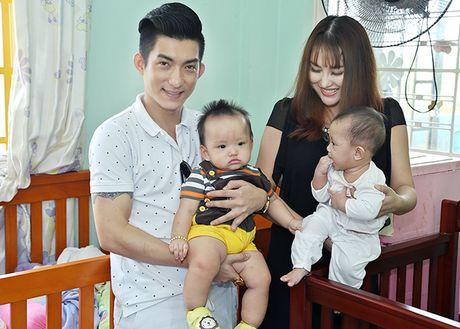 Vo chong Phi Thanh Van be con trai 8 thang tuoi di tu thien - Anh 1