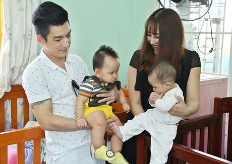 Vo chong Phi Thanh Van be con trai 8 thang tuoi di tu thien - Anh 2