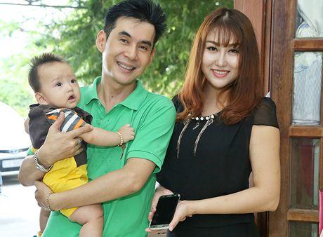 Vo chong Phi Thanh Van be con trai 8 thang tuoi di tu thien - Anh 6