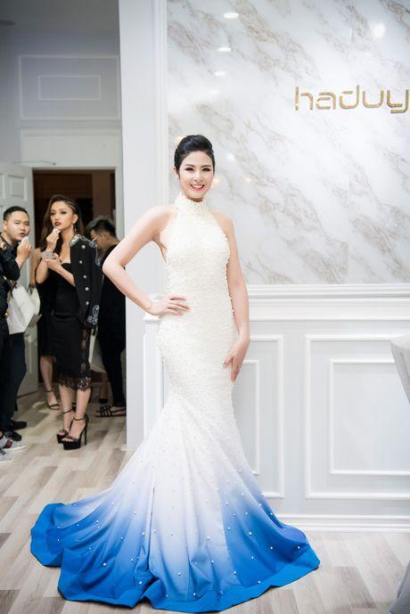 Hong Que sat ngay sinh no van di event - Anh 12
