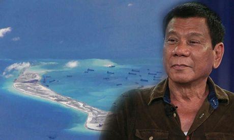 Duterte tuyen bo khong ep Trung Quoc ve bai can tranh chap o Bien Dong - Anh 1