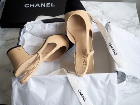 Chanel Slingback - doi giay bieu tuong cu ma moi cua nha mot Phap - Anh 5