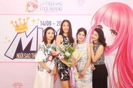 HLV Lan Khue tan tam chi dan cho top 3 - miss NSTT 360mobi trong buoi chup anh - Anh 1