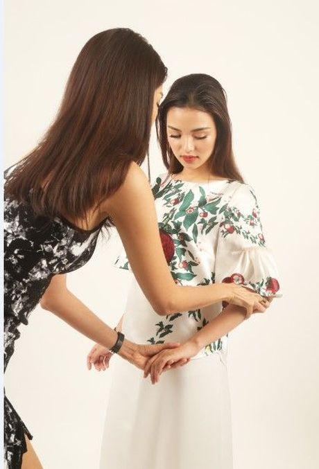 HLV Lan Khue tan tam chi dan cho top 3 - miss NSTT 360mobi trong buoi chup anh - Anh 3