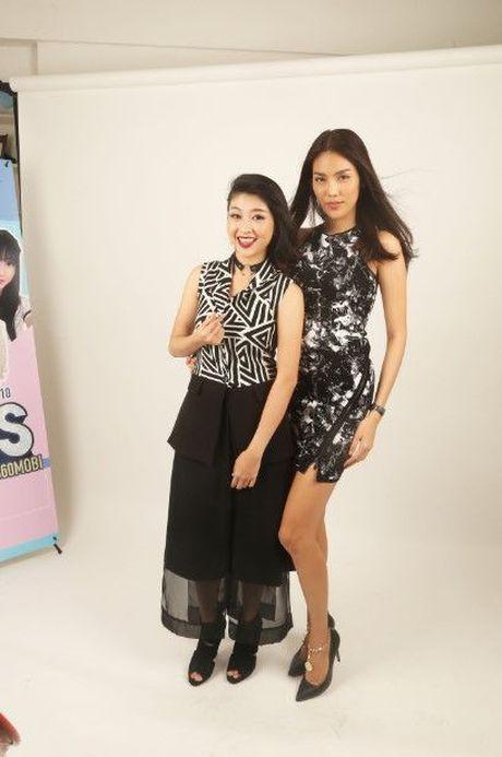 HLV Lan Khue tan tam chi dan cho top 3 - miss NSTT 360mobi trong buoi chup anh - Anh 8