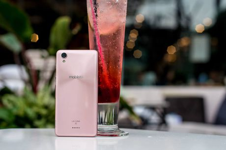 Smartphone thuong hieu Viet chuyen ve selfie - Anh 3