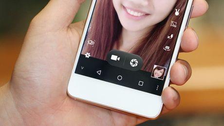Smartphone thuong hieu Viet chuyen ve selfie - Anh 4