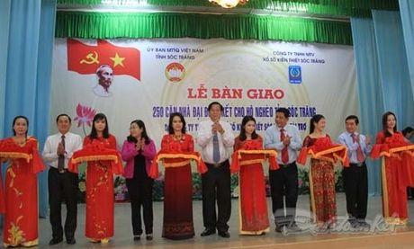 Soc Trang ban giao 250 can nha Dai doan ket - Anh 1