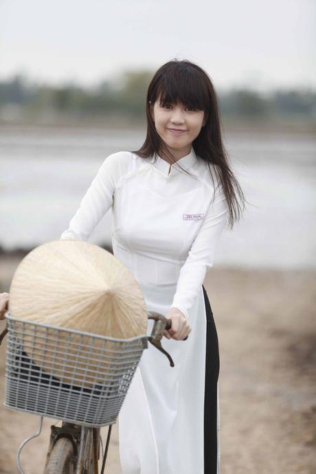 Ngoc Trinh bat ngo 'am' giai thuong voi 'Vong eo 56' - Anh 3