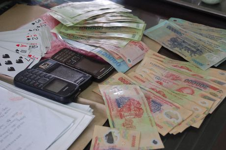 Nguyen doi truong CSGT danh bac bi phat 1,5 trieu dong - Anh 1