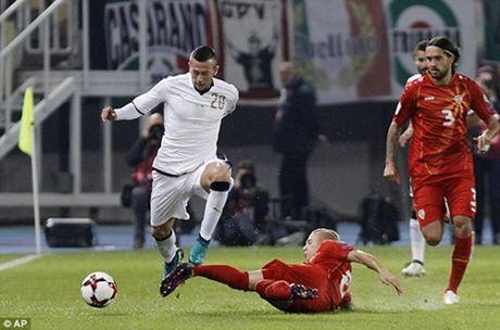 Lay cong bu thu, Italia thang kich tinh Macedonia - Anh 1