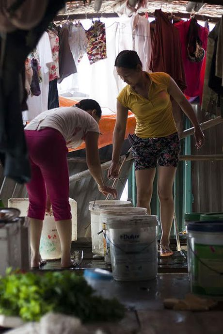 Chum anh: 'Chon ngu' cua nhung lao dong ngheo duoi gam cau Long Bien - Anh 17