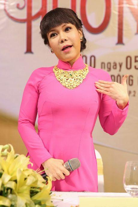 Viet Huong deo day chuyen vang hon 2 ty di ra mat show moi - Anh 1